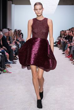 Giambattista Valli Fall 2014 RTW - Runway Photos - Fashion Week - Runway, Fashion Shows and Collections - Vogue Fashion Week, Runway Fashion, High Fashion, Fashion Show, Paris Fashion, Review Fashion, Fall Fashion, Style Fashion, Italian Fashion Designers