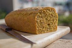 Pan de molde de espelta tuneado con pipas y cúrcuma. – Suso Sinmiedo
