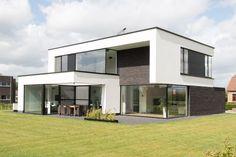 Bungalow House Design, House Front Design, Modern House Design, Modern Architecture House, Amazing Architecture, Architecture Details, Architecture Layout, Dream House Exterior, Sims House