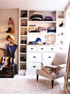 I love how this closet is customized by still looks warm and comfortable Inside Keri Russell's Brooklyn Brownstone - ELLE DECOR Brooklyn Brownstone, Brooklyn Apartment, Brooklyn Nyc, Dressing Room Closet, Closet Bedroom, Dressing Rooms, Closet Space, Master Closet, Huge Closet