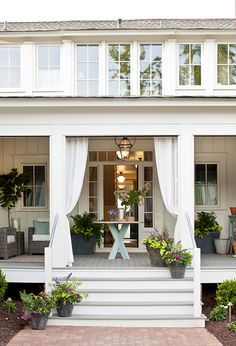 The most charming front porch.