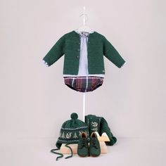 Conjunto L520094 Baby Girl Fall Outfits, Baby Boy Fashion, Boy Outfits, Kids Fashion, Knitted Stuffed Animals, Baby Event, Bebe Baby, Gaucho, Baby Cardigan