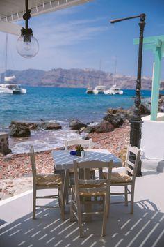 Mermaid Bay, Santorini - The Londoner Santorini Beaches, Santorini Island, Santorini Greece, Crete Greece, Athens Greece, Holiday Destinations, Travel Destinations, Places To Travel, Places To Visit