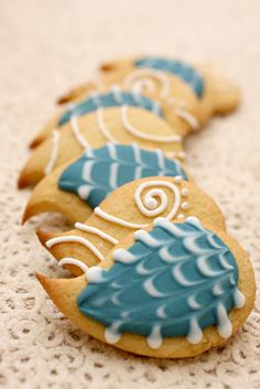 cookies @Ashley Crosby these kinda look like peacock feathers!
