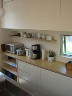 move cabinets up, add shelf. Dirty Kitchen, Kitchen Art, Home Decor Kitchen, Kitchen Living, New Kitchen, Kitchen Organization, Kitchen Storage, Organized Kitchen, Japanese Kitchen