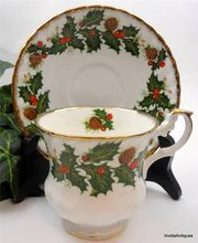Holiday Holly and Berry YULETIDE Rosina Queens Englahs China Teacup & Saucer Set