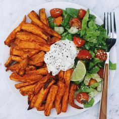 """Naturally Jasmin thrivingonplants: """"Sweet potato fries, salad & home-made cashew sour cream Baked the potatoes in my air fryer (life saver… esp for no oil baking!) , added in some pepitas and sesame seeds from. Think Food, I Love Food, Good Food, Yummy Food, Easy Healthy Breakfast, Healthy Snacks, Healthy Eating, Healthy Recipes, Breakfast Ideas"""