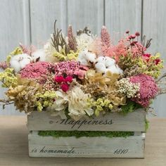Dried Flower Arrangements, Dried Flowers, Dry Plants, Centerpieces, Table Decorations, Trees And Shrubs, Candle Making, Wooden Boxes, Rustic Wedding