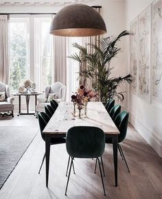 Get inspired by these dining room decor ideas! From dining room furniture ideas, dining room lighting inspirations and the best dining room decor inspirations, you'll find everything here! Decor, Dining Room Chairs, House Interior, Modern Dining, Beautiful Dining Rooms, Dining Room Lighting, Home Decor, Dining Room Inspiration, Scandinavian Dining Room
