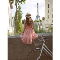 I would love to see the effiel tower in person