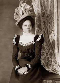 unhistorical: Victorian-era portraits of African-Americans, 1899 or from a collection assembled by W. Du Bois for the Exposition Nègres d'Amerique of Exposition Universelle. Library of Congress African American Hairstyles, African American Women, African Americans, American History, Vintage Black Glamour, Vintage Beauty, Victorian Women, Victorian Fashion, Victorian Era