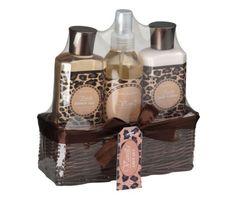 Luxusná kúpeľná darčeková súprava s vôňou vanilky v pletenom košíku. Sada obsahuje sprchový gél, telové mlieko a sprej. Darčeková súprava je zabalená v krásnom pletenom košíku. Kvalitná kúpeľná súprava s príjemnou vôňou obohatí každý Váš kúpeľ a poteší svojimi účinkami a originalitou dizajnu v ktorom je zabalená. Atraktívny darček, ktorý urobí radosť každému a za každých okolností! http://www.luxusne-doplnky.eu/