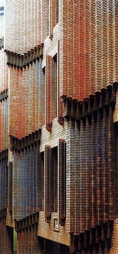 Love the cascadgin brickwork in Peter Behrens' Hoechst AG Technical Administrative Building, Germany Architecture Design, Amazing Architecture, Brick Detail, Modernisme, Brick Facade, Building Facade, Brick And Stone, Brickwork, Exterior Design