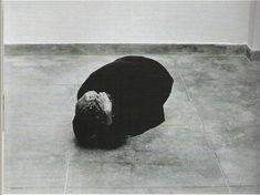 Dentro de mim, Helena Almeida, 2000.