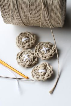 DIY Crocheted Buttons Tutorial and Pattern... would be cute to embellish my boy hats (and a lot cheaper than the $ 3 craft store buttons) and soo cute!