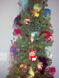 Troll Christmas Tree....someday when i have a house and a bigger Christmas tree I am totally decorating my tree like this...<3 trolls.