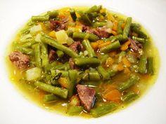 Das perfekte Grüne Bohnen Eintopf-Rezept mit Bild und einfacher Schritt-für-Schritt-Anleitung: Das Suppengrün putzen, in kleine Würfel schneiden. Mit…