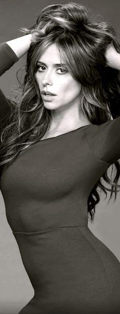 She is gorgeous Most Beautiful Faces, Gorgeous Women, Jennifer Love Hewitt Young, Sexy Older Women, Sexy Women, Jenifer Aniston, Hot Brunette, Actresses, Celebrities