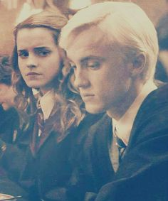 Et si Drago voyait en Hermione autre chose que la nature de son sang ? Et si Hermione voyait en Drago autre chose qu'un...