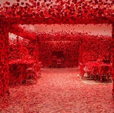 Yayoi Kusama's Obliteration Room Takes Over the National Gallery of Victoria With Red Flowers Yayoi Kusama, Installation Interactive, Installation Art, Art Installations, Snowflake Images, All Pop, Photographie Portrait Inspiration, National Gallery, Flower Studio