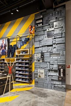 Store design interior - 20 Clothing Store Display Ideas For Teen Shop'er – Store design interior Clothing Store Displays, Clothing Store Design, Restaurant Amsterdam, Home Design, Design Shop, Workwear Store, Showroom Design, Store Interior Design, Retail Store Design