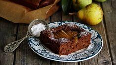 Máte rádi vláčný perník? A potřebujete zpracovat cuketu? Když obojí zkombinujete, vznikne vám super moučník. A pokud máte doma pár hrušek, přidejte je taky. Muffin, Good Food, Pudding, Baking, Breakfast, Sweet, Morning Coffee, Candy, Custard Pudding