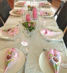 Pynte bord til konfirmasjon. Hvordan planlegge konfirmasjon. Tips og ideer til konfirmasjon. Napkin Folding, Tablescapes, Table Settings, Baby Shower, Table Decorations, Centerpieces, Party, Design, Baptism Ideas