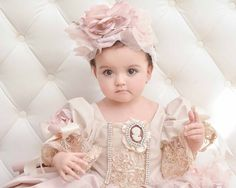 Beautiful picture taken by @rachaelsmithphotography  Marie Antoinette dress design by @carmen_creation #marieantoinette #marieantoinettebirthday #marieantoinettedress #firstbirthday #firstbirthday #pink #party #baby #coture #coturegowns #gowns #birthdaygirl #birthdayparty #glamour #glamorous #glam #birthdayideas #chic #amazing #sandiegoj