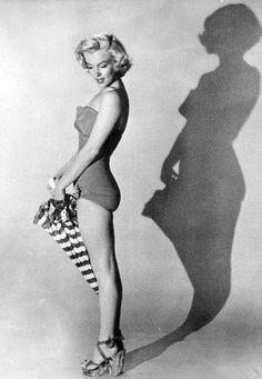 A rare photo of Marilyn Monroe in 1953 © Bert Reisfeld.