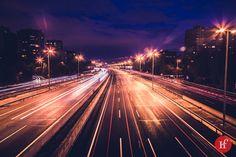 2013-10-19 M-30  La foto es de la M-30 aunque ya no se llama así, desde hace tiempo ha pasado a ser Calle 30. Estas cosas de la modernidad. Aún así, siempre hay tráfico, no tanto como un lunes a las 9:00 a.m. que es hora punta pero si, es una vía muy concurrida en Madrid. La foto, una nocturna sin más.  Sigue el reto en:  http://www.hastaelinfinitoymasalla.com/2013-reto-365/ http://www.flickr.com/photos/wienlared/sets/72157632407552968/