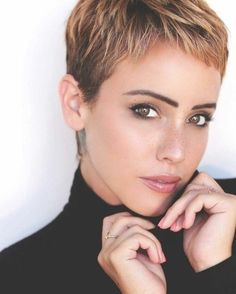 Today we have the most stylish 86 Cute Short Pixie Haircuts. We claim that you have never seen such elegant and eye-catching short hairstyles before. Pixie haircut, of course, offers a lot of options for the hair of the ladies'… Continue Reading → Super Short Hair, Short Grey Hair, Short Blonde, Short Hair Cuts For Women, Short Pixie Haircuts, Pixie Hairstyles, Short Haircut, Short Pixie Cuts, Pixie Cut Styles