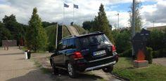 Autohullun Saksa - kurkistus Mercedez-Benzin tehtaalle: http://www.rantapallo.fi/kulttuuri-nahtavyydet/autohullun-saksa-vinkki-kurkistus-kulisseihin-mercedes-benzin-tehtaalla/