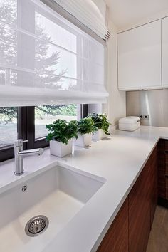 Modern Kitchen Curtains, Kitchen Window Blinds, Kitchen Window Treatments, Blinds For Windows, Curtains With Blinds, Kitchen Curtain Designs, Kitchen Window Coverings, Kitchen Windows, Home Decor Kitchen