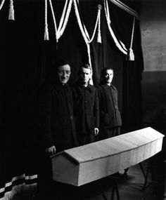 Les Pompes funèbres de Nanterre 1952 |¤ Robert Doisneau | 11 novembre 2015 | Atelier Robert Doisneau | Site officiel