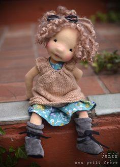 "Jolie- 12 ""muñeca del arte fibra natural por Mon Petit Frere :: Dollectable En stock Tienda"