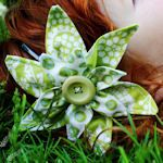 Awesome list of tutorials for making different types of flowers using fabric. Great as accents