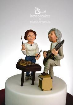 Cake topper for two musicians