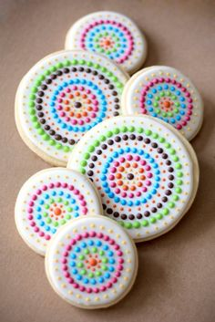 Dot royal icing sugar cookie decorated (link does not lead to a tutorial and/or original source)