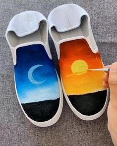 😍 Great art by ID: 1159505892 (Döuyin App) Cute Canvas Paintings, Canvas Art, Art Drawings For Kids, Art Moderne, Shoe Art, Painted Shoes, Diy Painting, Art Tutorials, Diy Art