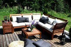 Ikea Applaro sieht sehr gemütlich und modern zugleich aus, der Fleck steht im Gegensatz zu weißer Polsterung