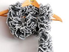 Sciarpe a maglia - sciarpa grigio acciaio, sciarpa volant con puntini - un prodotto unico di cosediisa su DaWanda