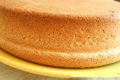 Vă prezentăm rețeta unui tort deosebit de delicios. Acest desert reprezintă o combinație perfectă de blat fraged, cu bezea crocantă și cremă fină. Obțineți un tort de casă ce cu ușurință face concurență oricărui alt desert din comerț. Surprindeți-vă oaspeții cu una astfel de deliciu și rețeta va fi la mare căutare. INGREDIENTE PENTRU ALUAT -3 gălbenușuri -200 g de unt moale (la temperatura camerei) -1 pahar de zahăr -10 g praf de copt -1 linguriță de zahăr vanilat -2.5 pahare de făină… Ukrainian Recipes, Russian Recipes, One Layer Cakes, Baking Recipes, Dessert Recipes, Cake Receipe, Baking Soda On Carpet, Russian Cakes, Angel Food Cake