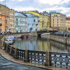 Río Moika  es un pequeño río que rodea el sector central de San Petersburgo, convirtiéndolo en una isla