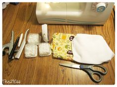 Tutorial: Sewing Cloth Diapers (One Size Pocket Diapers) Diy Diapers, Reusable Diapers, Cloth Diapers, Sewing Tutorials, Tutorial Sewing, Sewing Projects, Sewing Patterns Girls, Baby Patterns, Winter Car Seat Cover