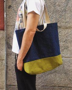Un maxi bolsa para todo ! En resistente #denim con una #tapicería verde con doble asa para ponértela al hombro y unas más peques para llevarla de de la mano. #madrid #malasaña #bag #bolsa #tote