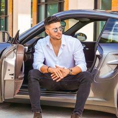 Mens Style Guide, Men Style Tips, Foto Casual, Men Casual, Best Poses For Men, Mens Photoshoot Poses, Grey Suit Men, Beautiful Men Faces, Suit Up