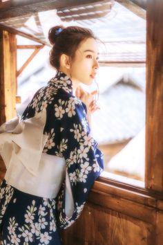 Japanese Yukata, Japanese Girl, Japanese Culture, Clothing Photography, Girl Photography, Costumes Japan, Kimono Japan, Japanese Photography, Cute Asian Girls