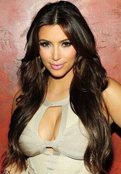 Kim Kardashian Get it with Virgin Brazilian hair extensions! Kim Kardashian Hot, Kardashian Photos, Long Curly Hair, Curly Hair Styles, Celebrity Hair Extensions, Kanye West, Brown Hair Colors, Celebrity Hairstyles, Red Hair