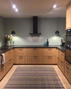 Ideas For Kitchen Ikea Ekestad Woods Small Farmhouse Kitchen, Kitchen Ikea, Rustic Country Kitchens, Kitchen Flooring, Rustic Kitchen, Kitchen Furniture, Kitchen Interior, Kitchen Design, Kitchen Cabinets