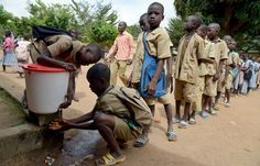 La higiene en la escuela da sus frutos en lucha contra el ébola
